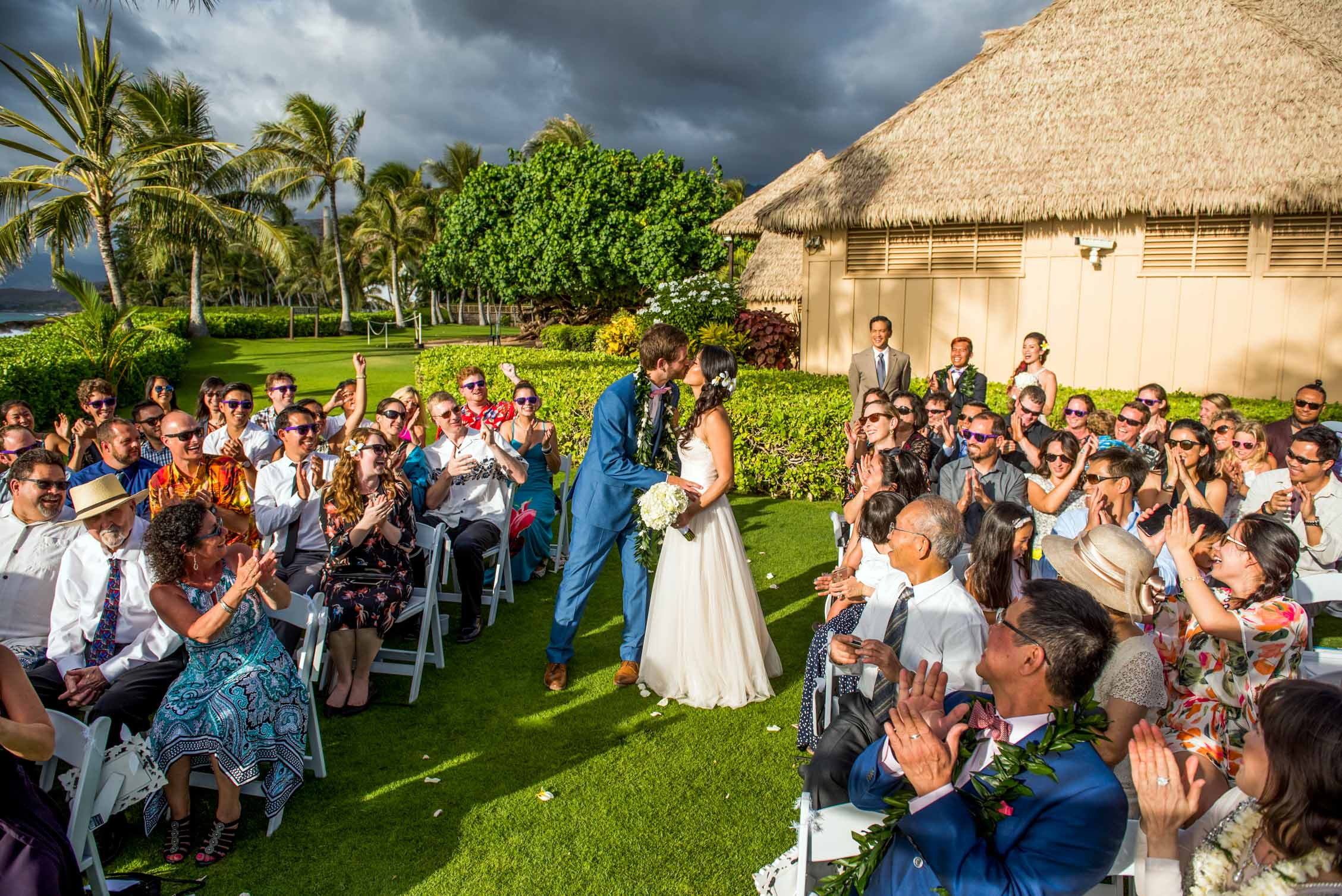 hawaii wedding ceremony kiss